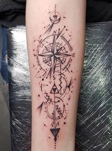 Kompas Tattoo auf dem Unterarm, von Marc aus Kiel.