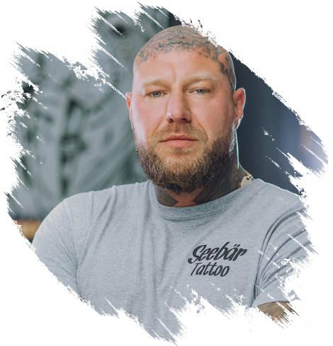 Tattoo Artist Marc aus Kiel auf einem Foto.