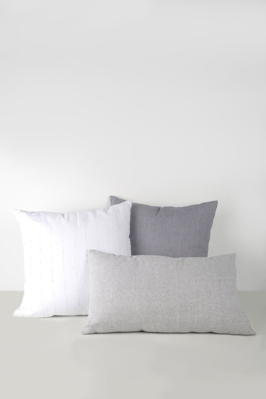 Dotted Line Print Pillow 1841 White 2