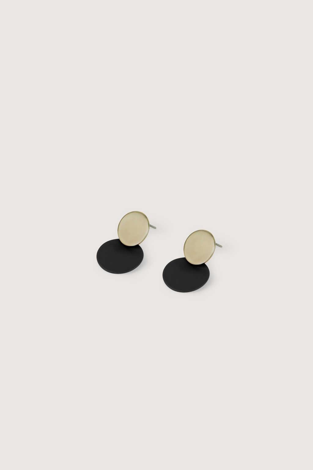 Earring H250 Black 2