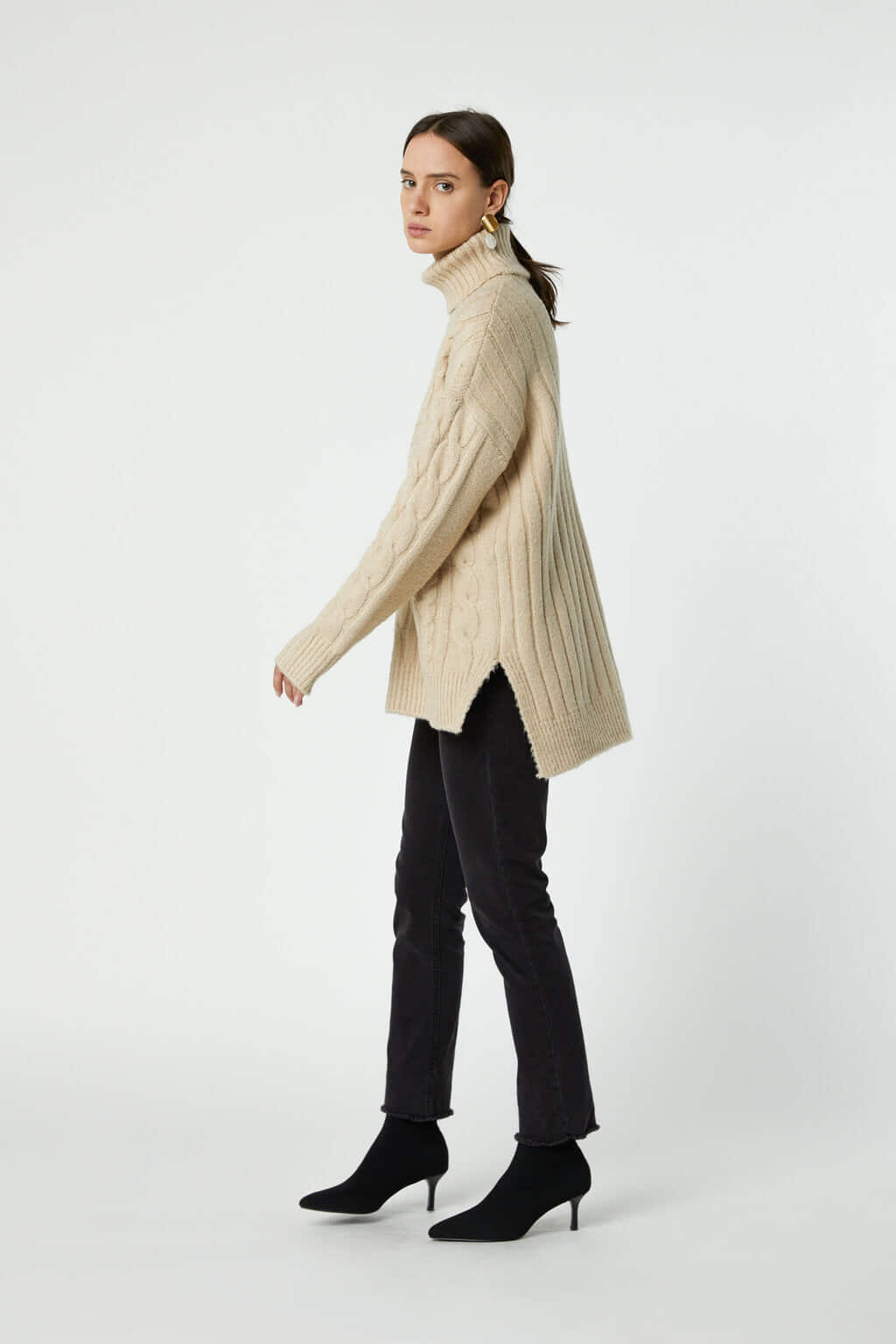 Sweater J019 Cream 3