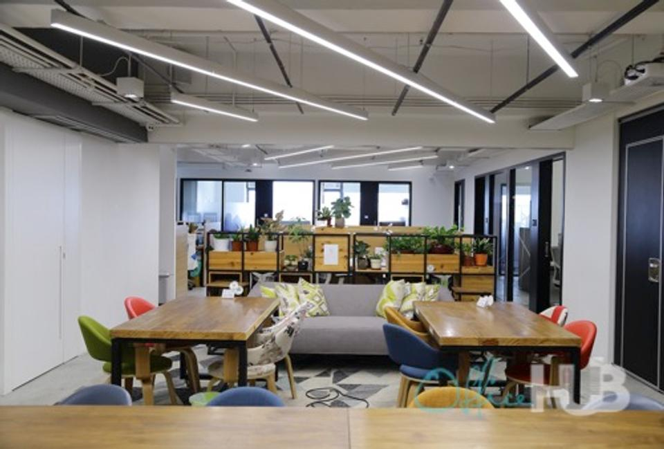 1 Person Coworking Office For Lease At 444-452 Des Voeux Road West, Sai Wan, Hong Kong, Hong Kong Island, - image 2