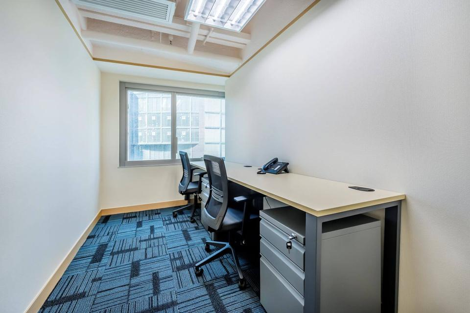 2 Person Private Office For Lease At 141 Des Voeux Road, Hong Kong, Central, - image 3