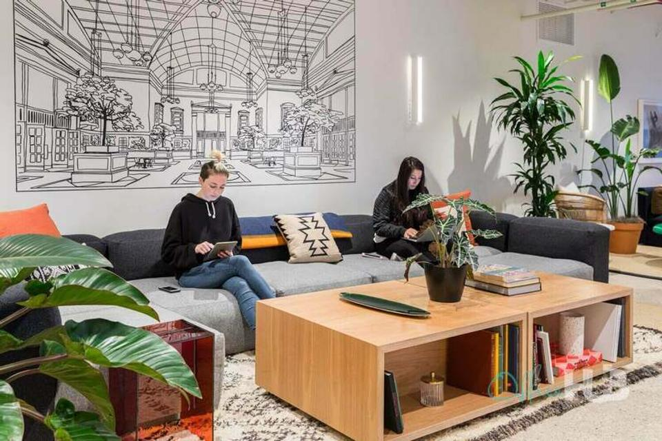 1 Person Coworking Office For Lease At 222 S Riverside Plaza, Chicago, IL, 60606 - image 1