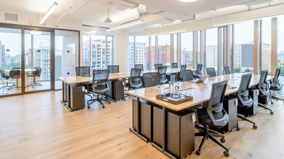 17 Person Enterprise Office For Lease At 655 New York Ave NW, Washington, Washington, 20001 - image 1