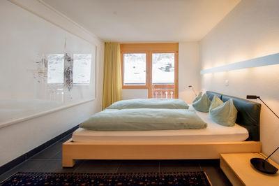 chambre à coucher avec double lit