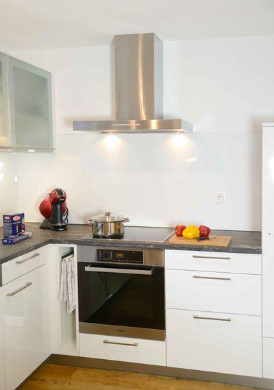cuisine avec four et lave-vaisselle