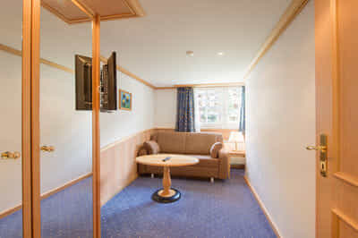 Salle de séjour avec couch