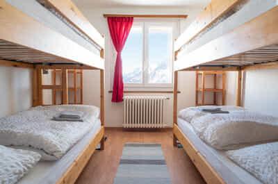 Vierbettzimmer mit Bergsicht
