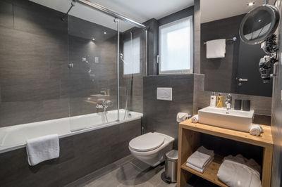 Mount Grant _ Bathroom