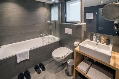 Mount Rose_Bathroom