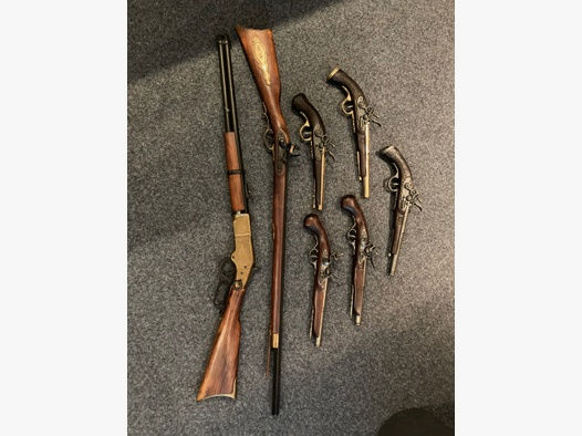 Repliken Set, verschiedene Duellpistolen und Gewehre