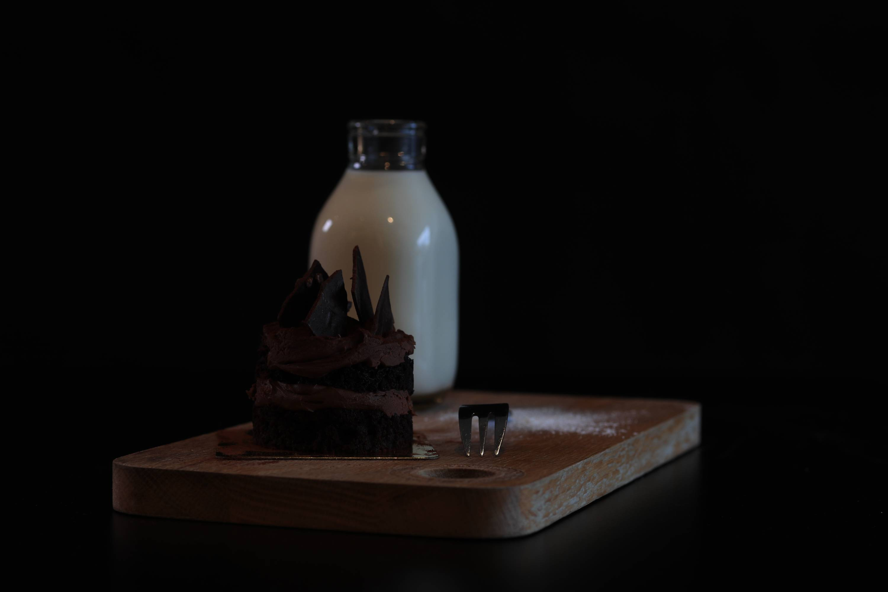 milk and chocolate cake - solving common lighting issues