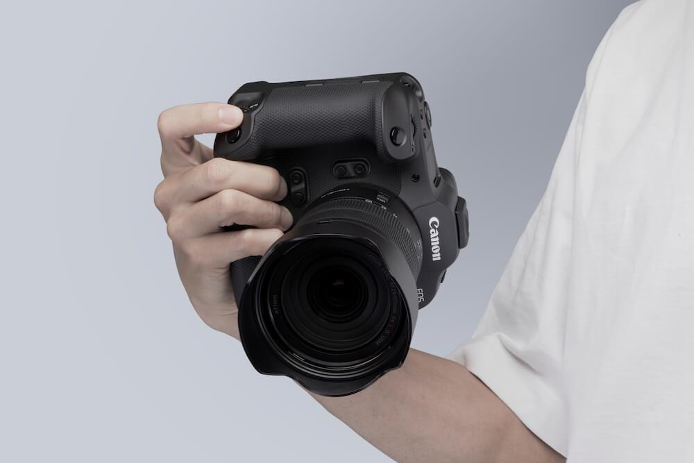 A man holding a Canon EOS R3