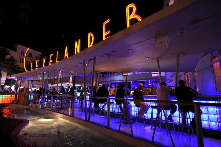 A bar at night, taken with Nikon AF-S NIKKOR 16-35mm f4