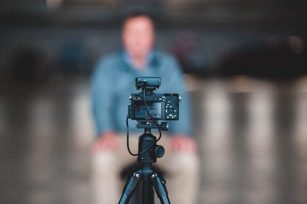 camera and tripod - vlogging guide