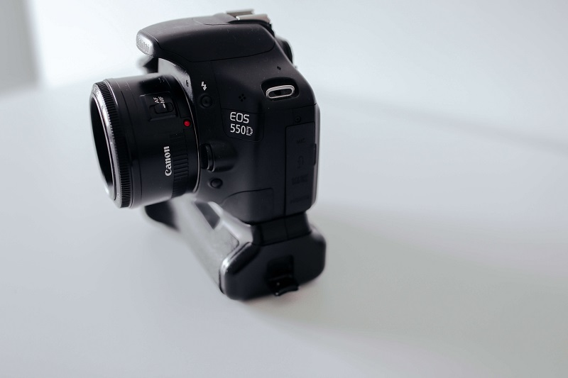 canon 550d with battery grip
