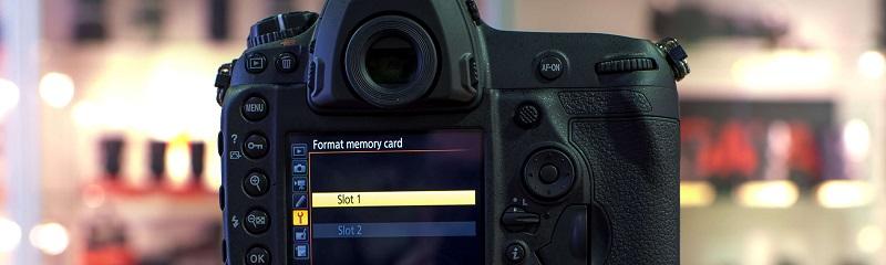 dslr camera displaying format memory card