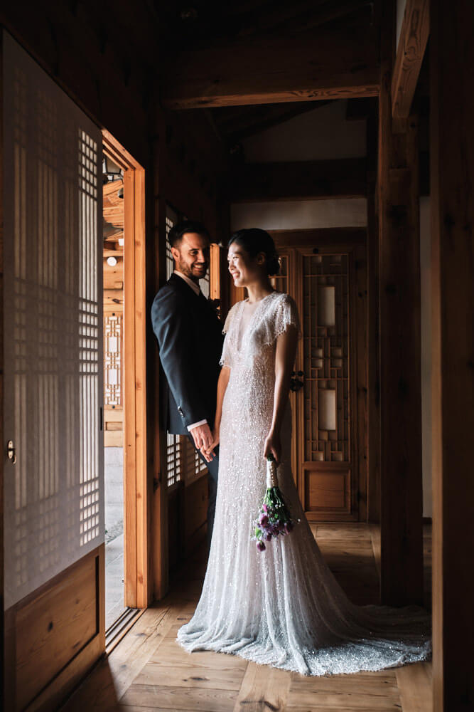 portait of a newly wed couple in south korea