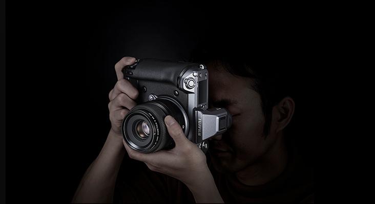 photographer using the fujifilm gfx100