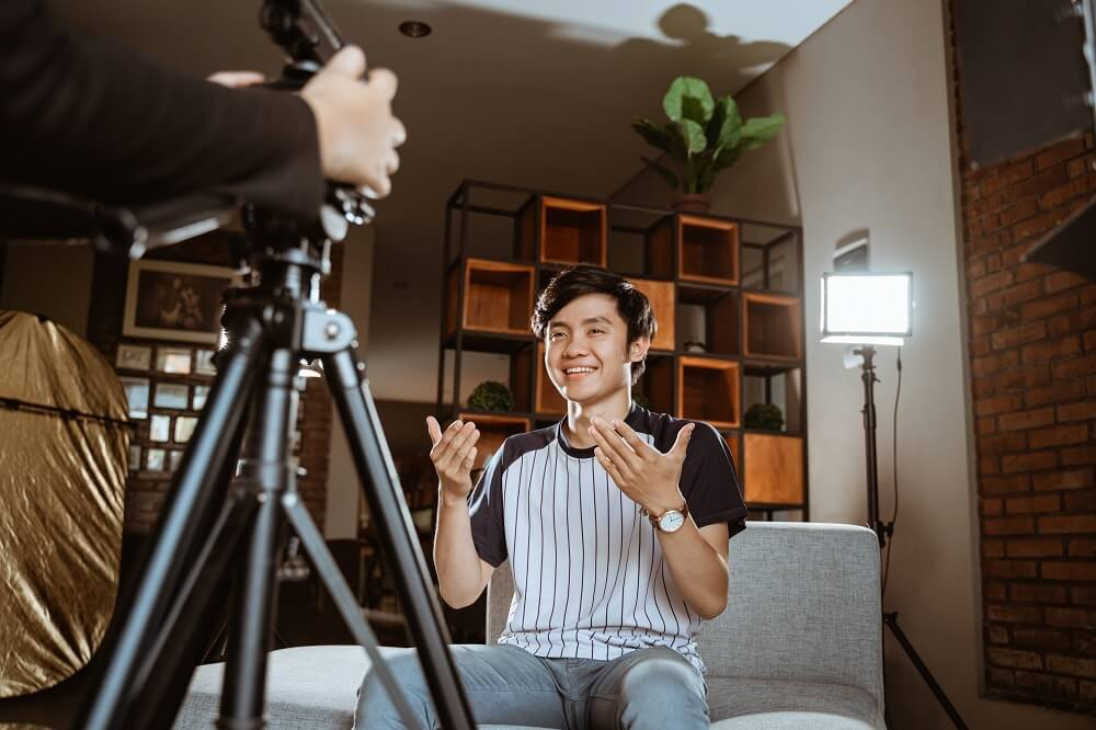 Guy shooting a vlog at home with a simple lighting setup