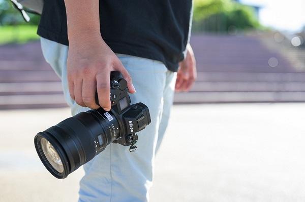 photographer holding dslr