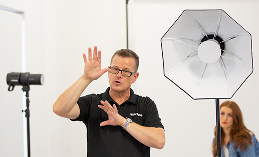 camerapro expert talking about studio lights