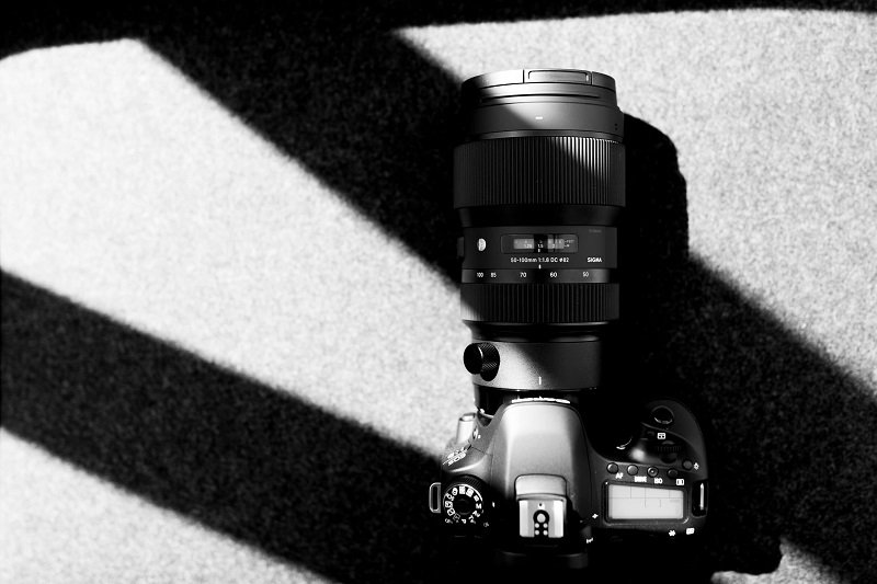 dslr camera with a zoom lens