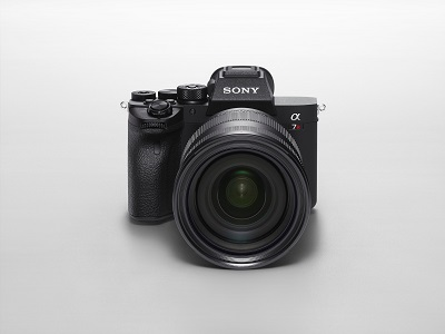 sony alpha 7r iv with sel2470gm front top