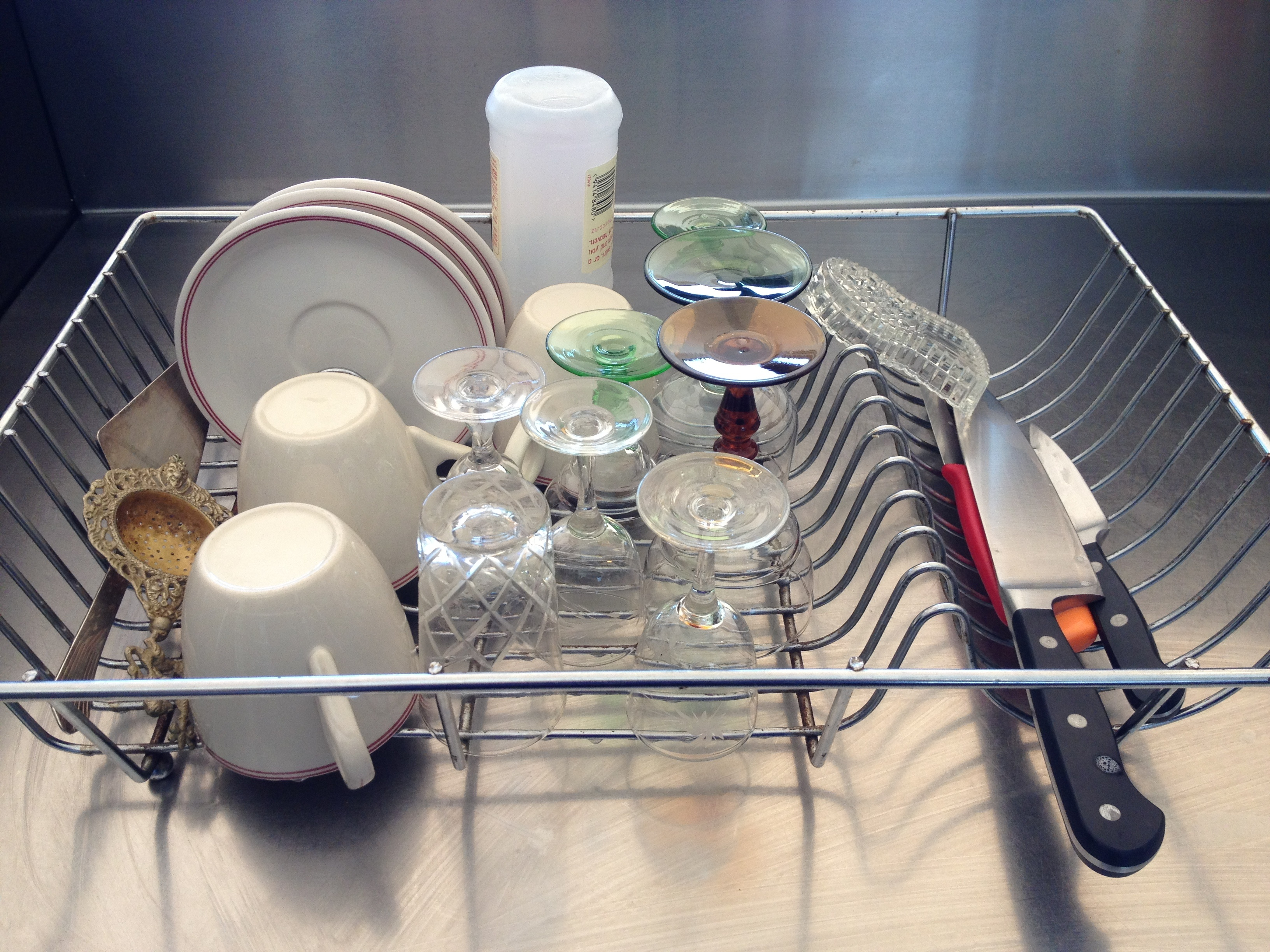 10 things you should keep away from your dishwasher
