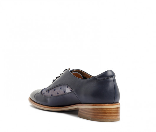 Stirling lace up