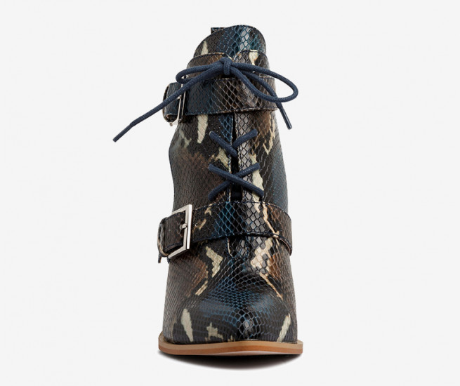 Betsy lace up