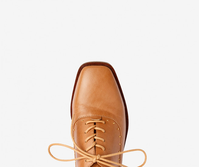 Stowe lace up