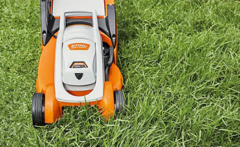 Battery Electric Lawnmowers