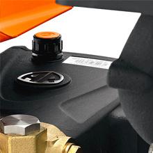 Pressure adjustment at the pump