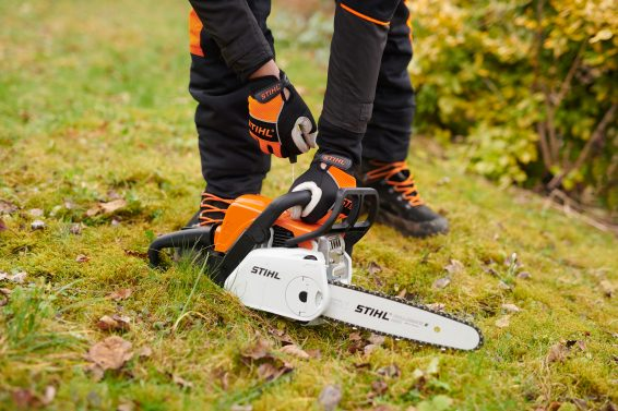 Iluustrating how to start your Petrol Chainsaw