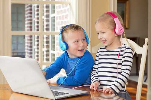 Motorola SH027BL Squads 200 Wired with Mic For Kids Headphones (On-Ear) with Anti-Allergic Cushion Pads