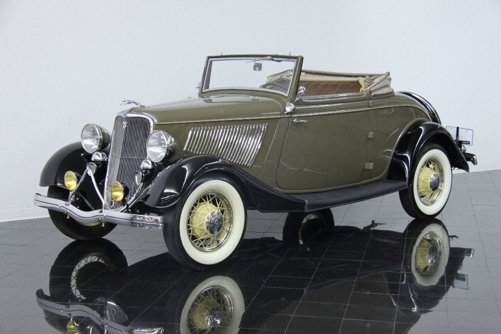 1933 Ford Model 40 Deluxe Cabriolet