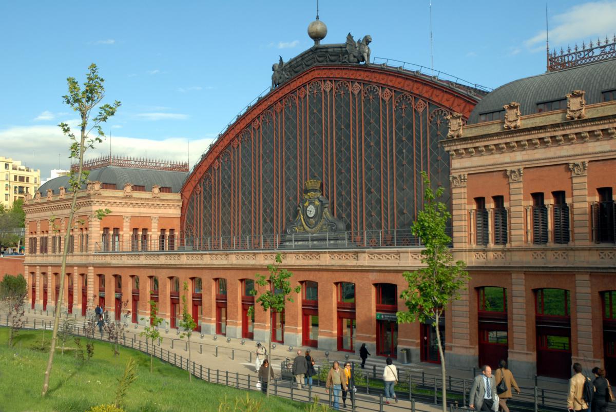 ¿Cuáles son las opciones de parking en la Estación de Atocha?