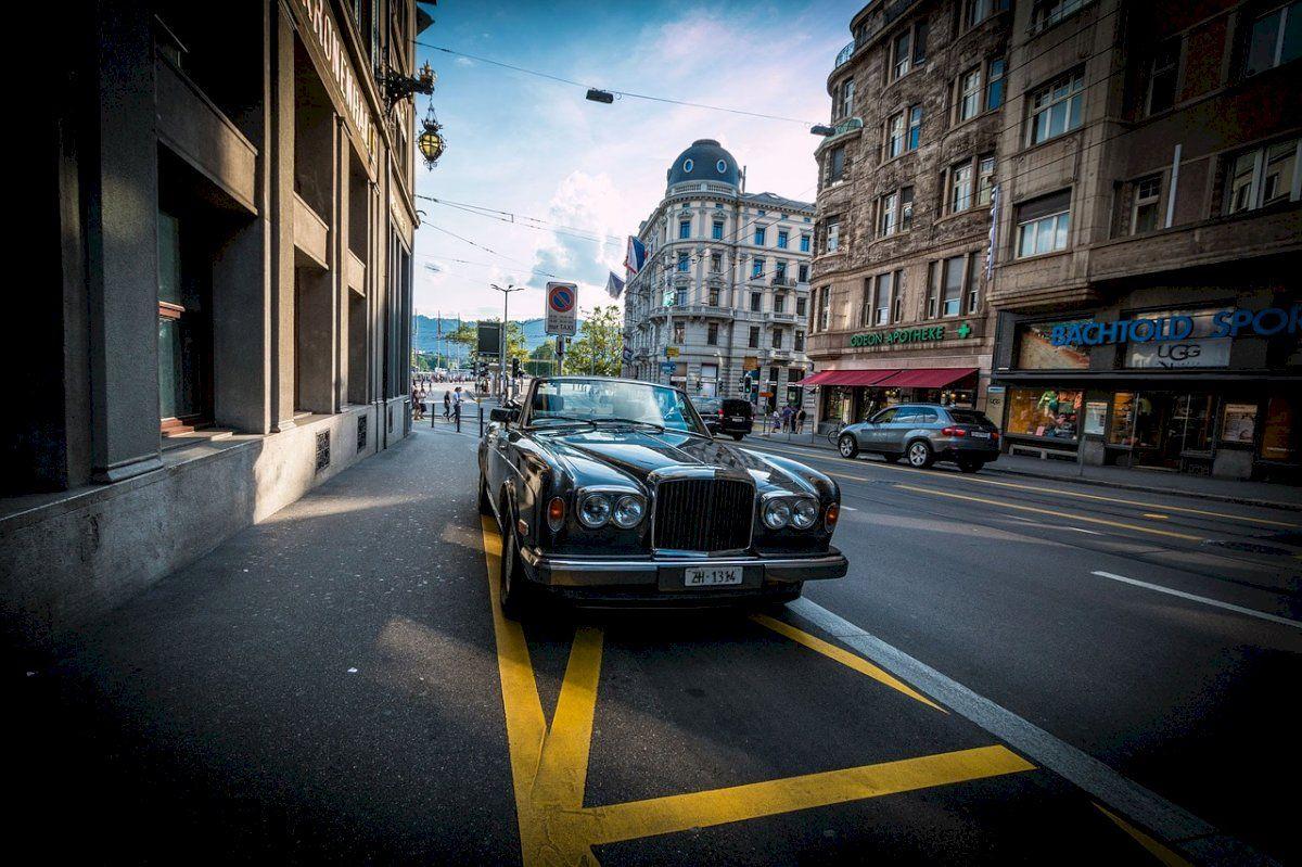Barcelona, el lujo de aparcar en la calle