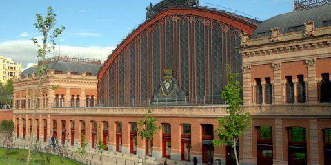 Quelles sont les meilleures options de stationnement à la gare d'Atocha à Madrid?