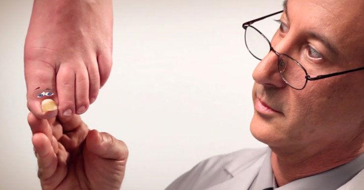 HCP Examining Toe