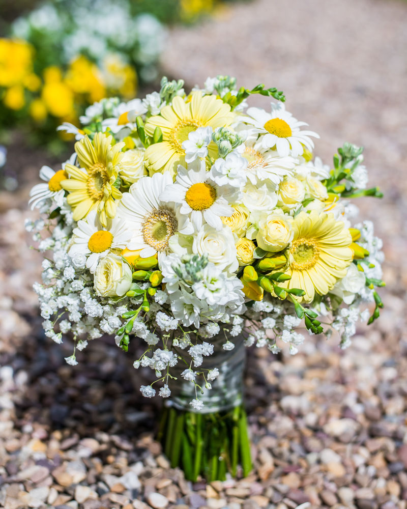 Bride's bouquet with daisies, Ringwood Hall weddings, Sheffield wedding photographer