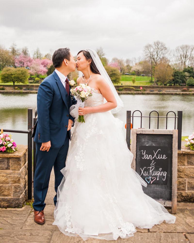 Bride and groom kissing, Sheffield wedding photographer, Chinese wedding