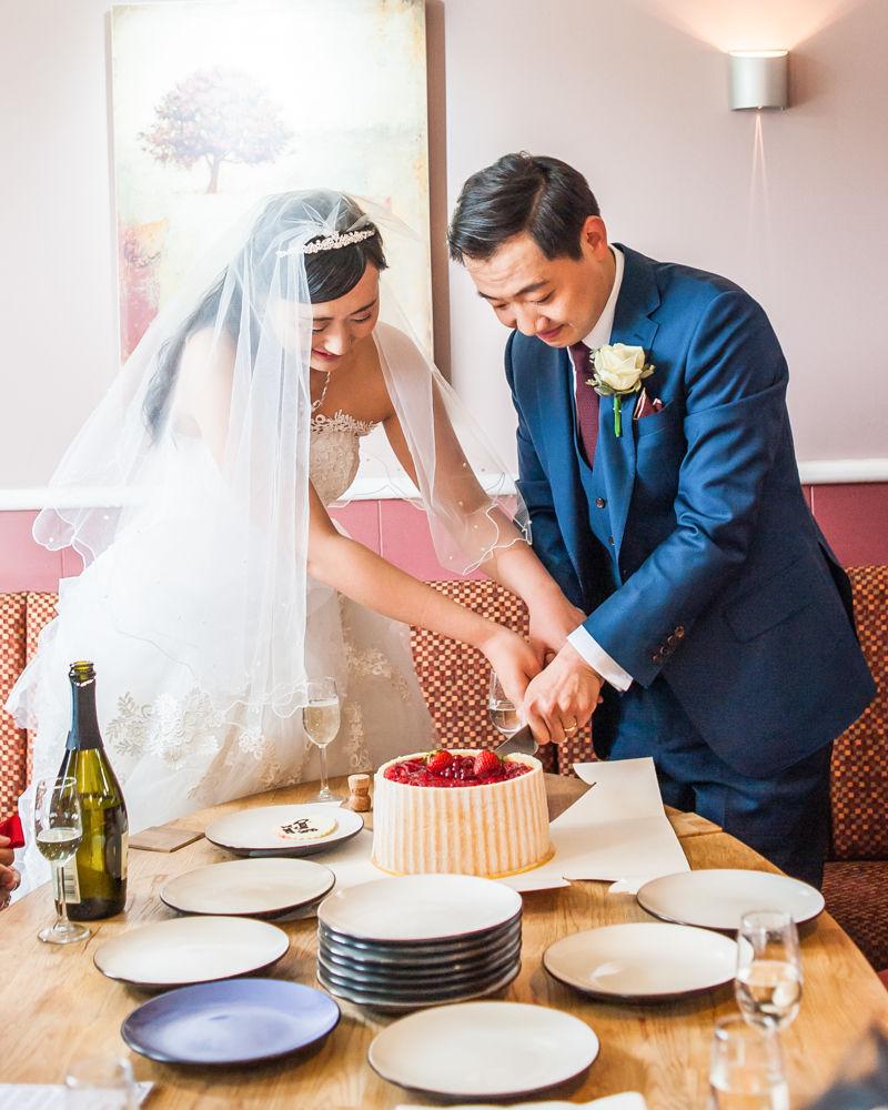 Cutting the cake, Sheffield wedding photographer, Chinese wedding