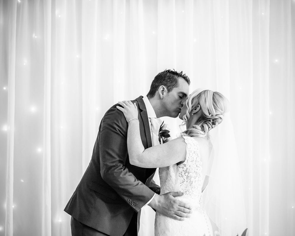 First kiss, Maynard wedding photography Sheffield