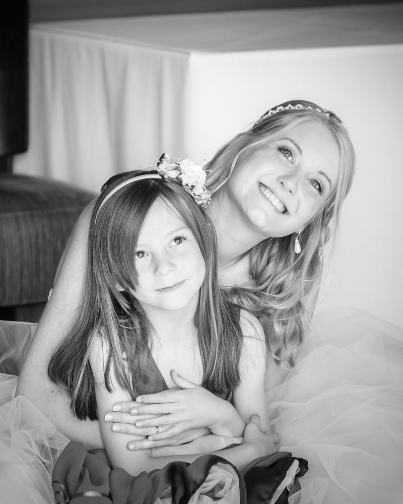 Cuddles with bridesmaids, Maynard wedding, Sheffield photographers