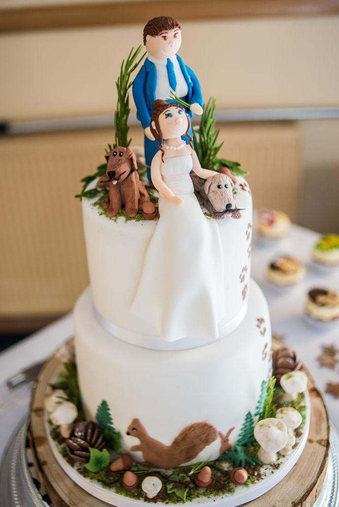 Wedding cake with dogs - woodland theme