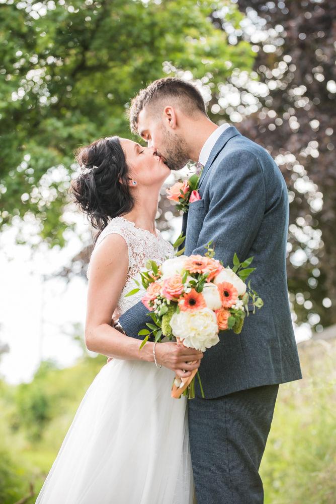 Kissing, Barnsley wedding photographers