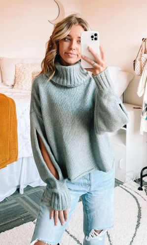 Kendall + Kylie NWT  Sweater!!